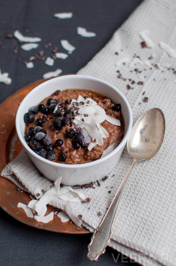 Buckwheat porridge coocked with coconut milk and flavoured with cacao powder.