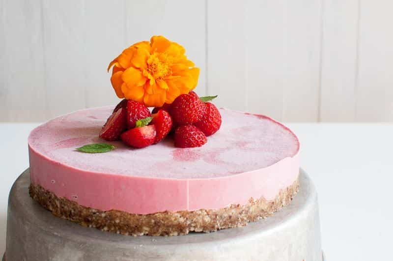 Super Raw Vegan Strawberry Cheese Cake The Queen Of Delicious Personalised Birthday Cards Paralily Jamesorg