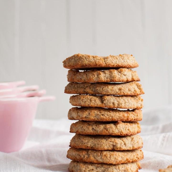 Parhaat sokerittomat reseptit - Ihanat kolmen raaka-aineen vegaaniset, sokerittomat ja gluteenittomat kookoskeksit.