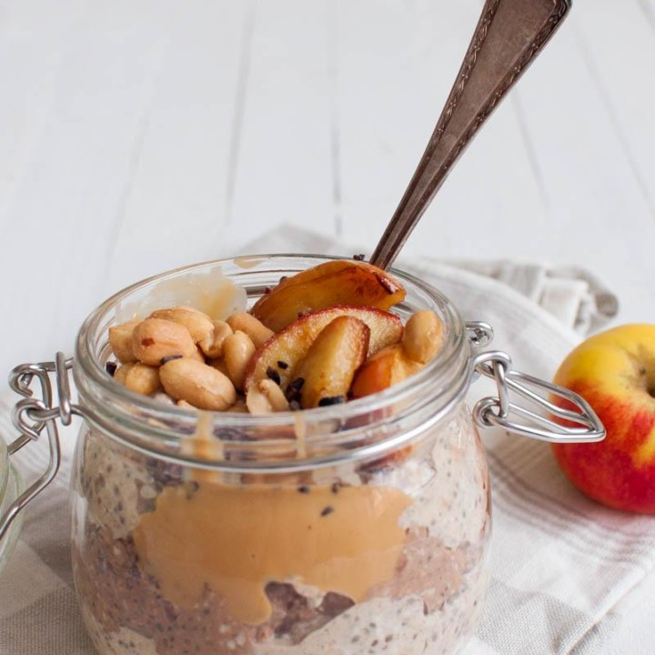Prepare your oats in the evening and put them in the fridge overnight. Peanut butter overnight oats are a protein packed delicious dairy, sugar and gluten free breakfast.