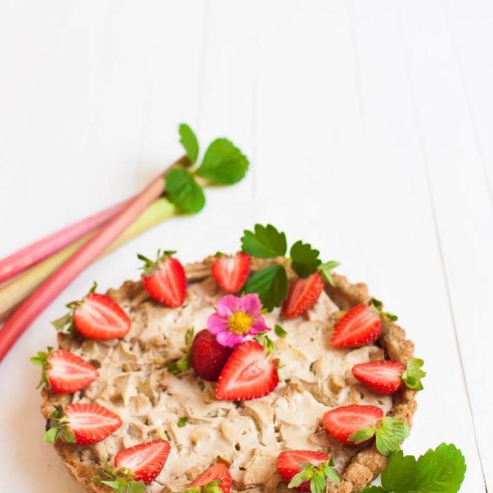 Vegaaninen raparperi-lakritsipiirakka | Sokeriton | Gluteeniton | Terveellinen resepti